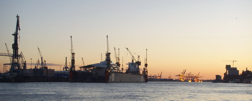 Hamburger Hafen im Abendlicht. (c) Eitelhuber